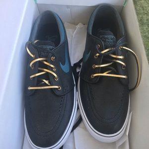 Men's skateboarding shoes